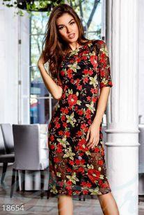 Вечерна рокля от фина мрежа с флорални декорации